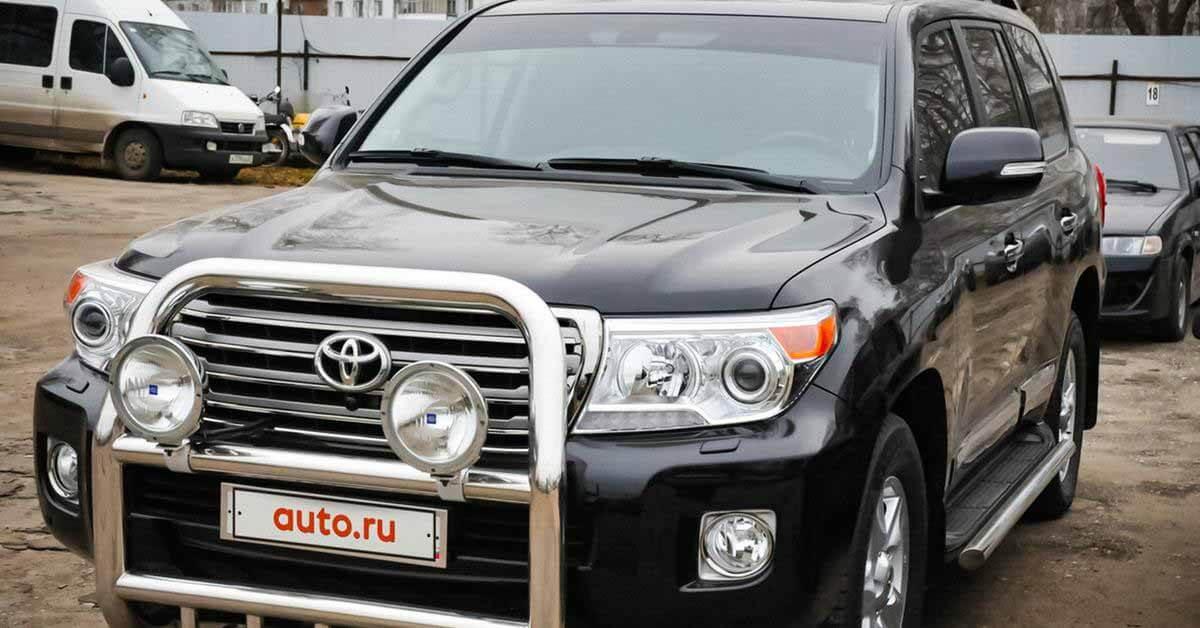 Подержанный Toyota Land Cruiser 200 продается в Москве дороже, чем новый Land Cruiser 300 - Motor