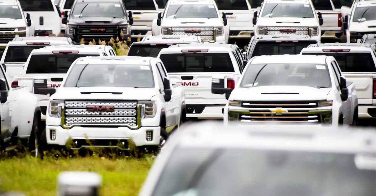 Посмотрите кладбище новых внедорожников General Motors.  Их оставил гнить в поле сам продюсер.