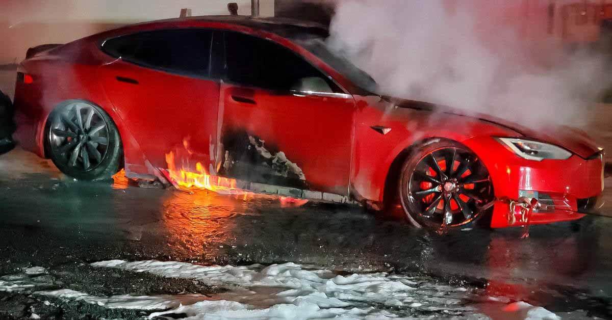 Tesla Model S сгорела в эксплуатации - Мотор