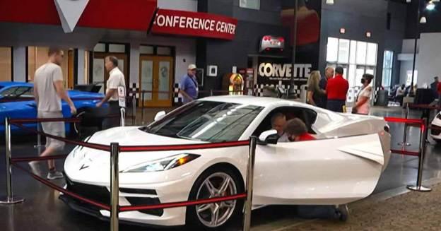 95-летний ветеран ВОВ осуществил мечту и купил Chevrolet Corvette - Motor