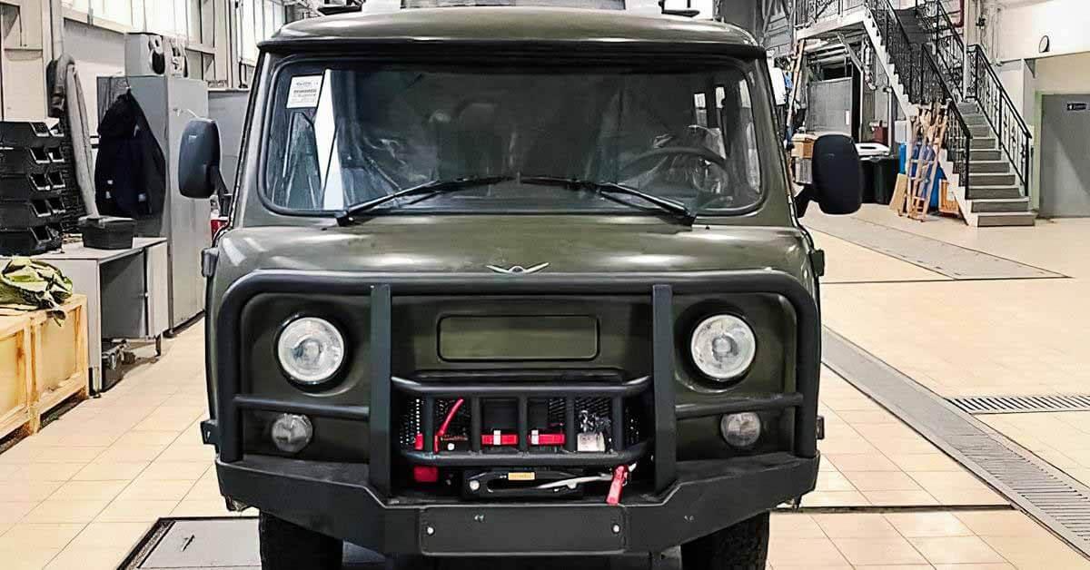 УАЗ представил новую «Буханку» с кондиционером и силовыми бамперами.