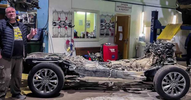 Российский блогер разобрал Toyota Land Cruiser 300 и показал ее отличие от «двухсотого» - Motor