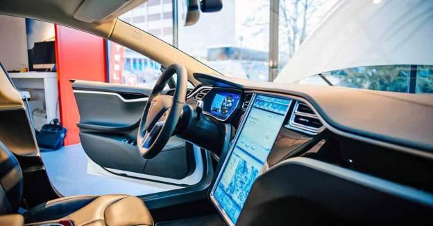 Tesla приостанавливает испытания автопилота нового поколения из-за технических неисправностей