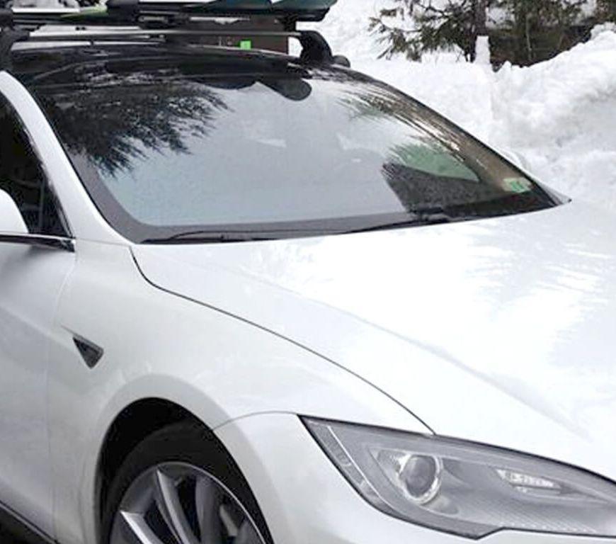 Tesla S v zimě