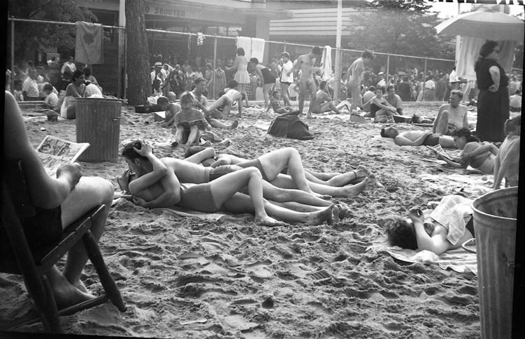 vivian_maier_couple_kissing_at_beach_coney_island_ny_1955