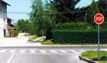 Uključivanje sa sporedne ceste Autoškola Capitol Hill Zagreb
