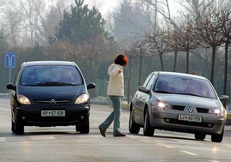 Pretjecanje i obilaženje na pješačkom prijelazu Autoškola Capitol Hill Zagreb