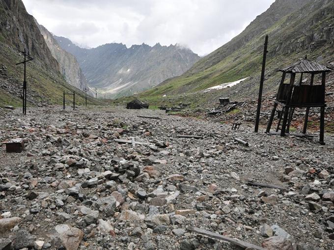 """Лагпункт """"Мраморный ключ"""" Борского ИТЛ располагался в окружении гор с очень крутыми склонами, где и пробивались штольни."""