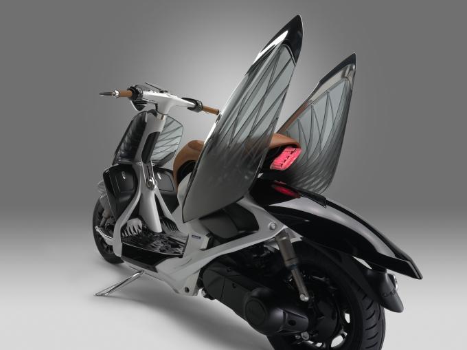 Прозрачный скутер-стрекоза