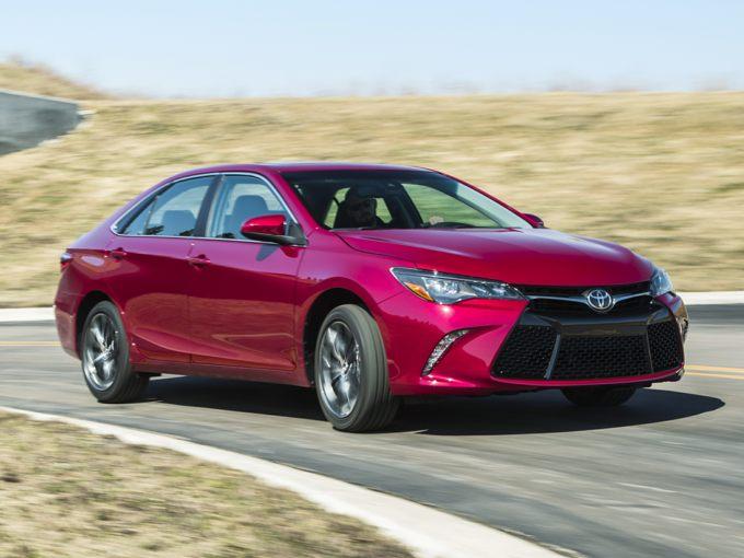 На фото - Toyota Camry 2016 в новом кузове