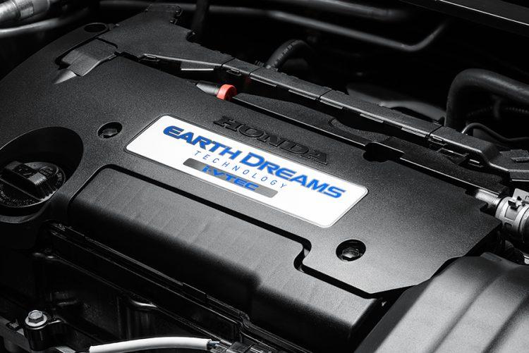Двигатель объемом 2,4 литра под капотом