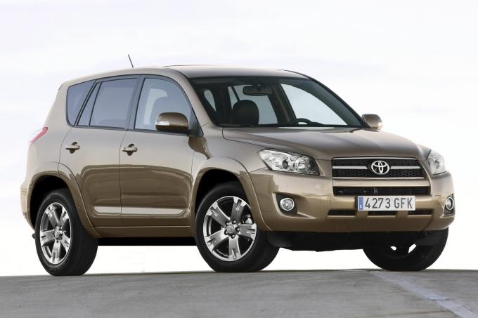 Toyota 8 лет продавала в России кроссоверы с опасными ремнями безопасности