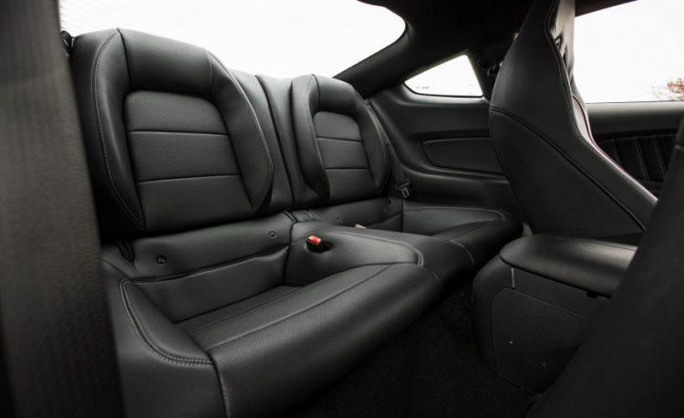 Задний ряд сидений Ford Mustang GT