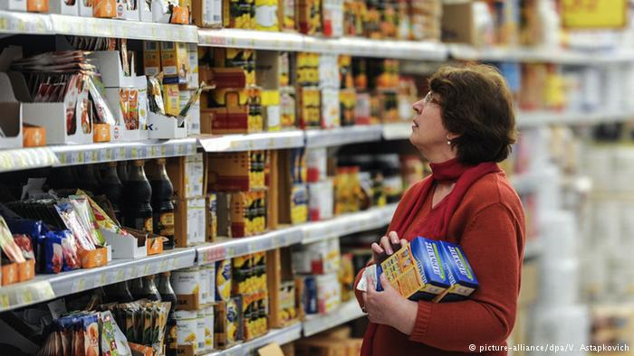 Покупатель в российском супермаркете