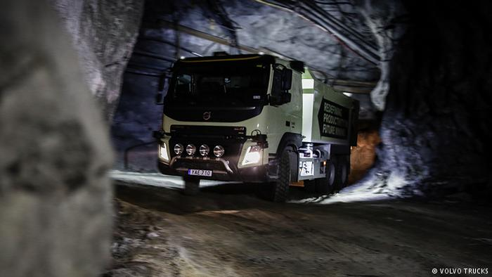 Беспилотный грузовик Volvo в шведской шахте