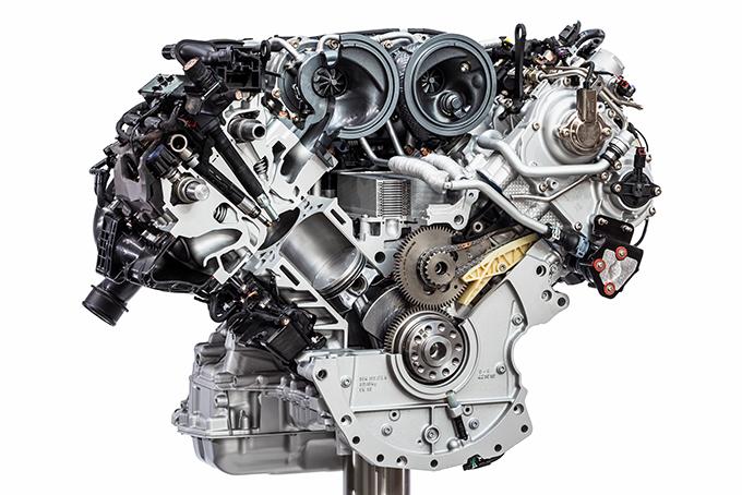 V-образные «шестерки» базовой машины иверсии S отличаются цилиндро-поршневой группой и количеством турбин. Под капотом Turbo – неизменный V8