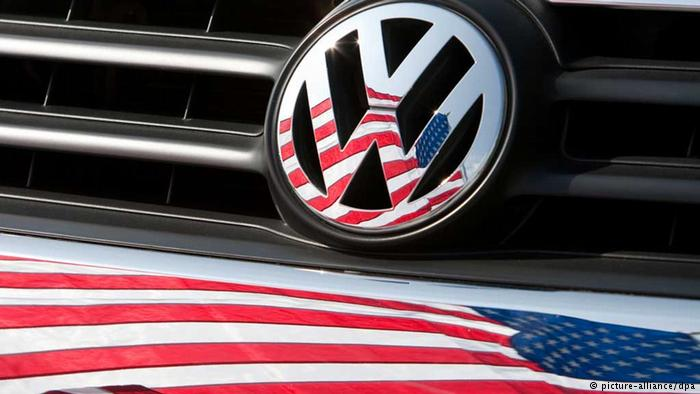 Логотип Volkswagen с американским флагом.