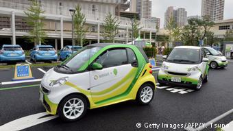 Каршеринг в Японии использует электрические малютки Smart производства Daimler