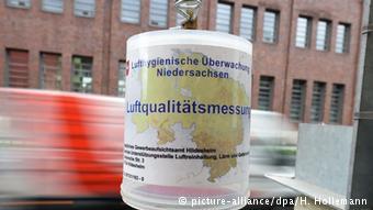 С помощью таких приборов в Германии измеряют уровень загазованности воздуха