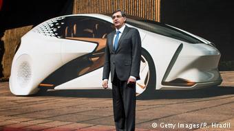 Глава Toyota Motor Europe Йохан ван Зил представляет в Женеве электрический концепт-кар