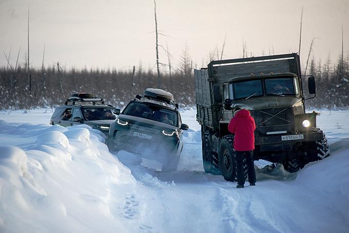 Назимнике «Арктика» разъезд с грузовиком, как правило, требует поднятия снежной целины