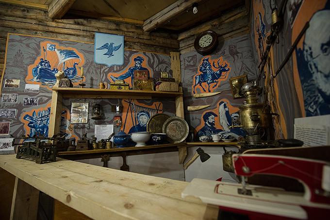 Казалось бы, Среднеколымск – медвежий угол, но уже вначале XX века торговцы доставляли сюда всякую всячину, даже шведские паяльные лампы, кондитерские изделия ифрукты из Италии