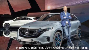 Дитер Цетше представляет в Стокгольме Mercedes EQC