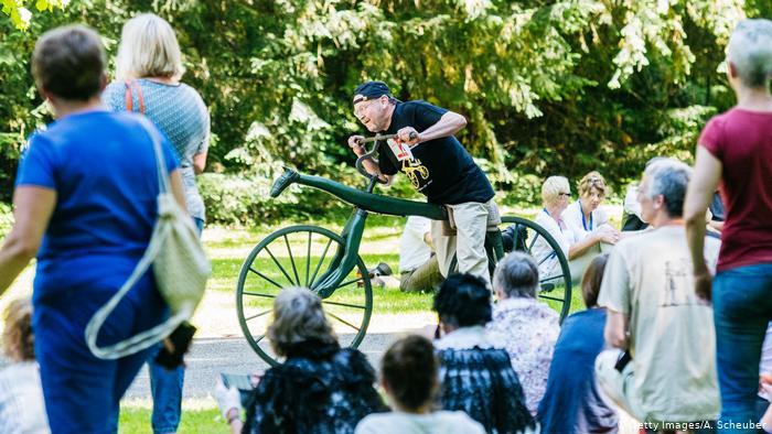 200 лет велосипеду отмечается в Карсоуэ