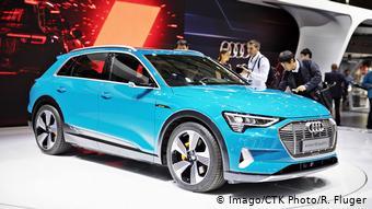 Электрический внедорожник Audi e-tron