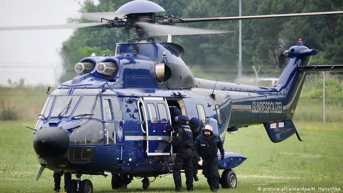 Один из вертолетов федеральной полиции