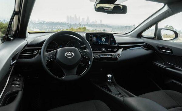 Фото интерьера новой Тойота C-HR
