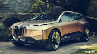 Прототип электрического внедорожника BMW iNEXT, представленный в 2018 году