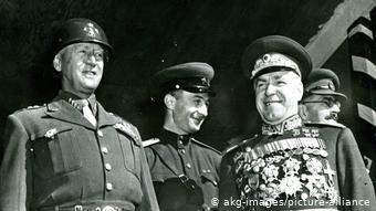 Маршал Жуков (справа) в Берлине в 1945 году