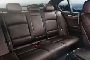 Второй ряд просторный, как и положено автомобилю бизнес-класса.