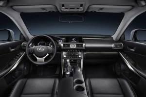 Lexus IS салон.