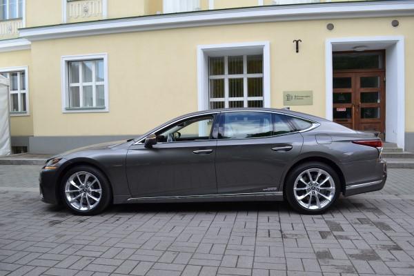 Фото Lexus LS пятого поколения, которое появится в Эстонии в 2018 году.