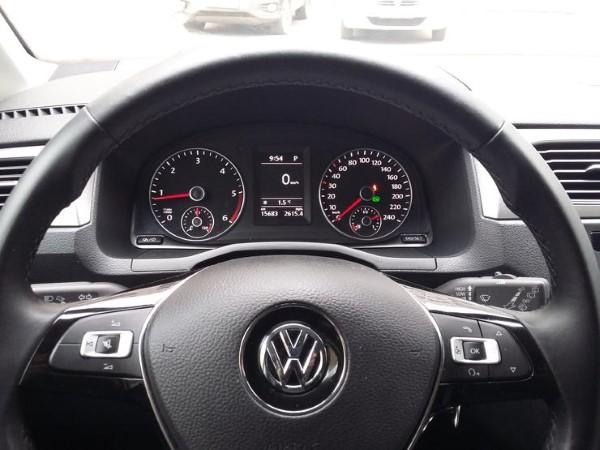 Фото Volkswagen Caddy Maxi - вид на приборную панель.