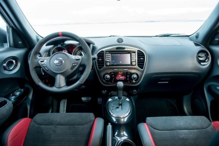 Передняя панель Nissan Juke Nismo RS.
