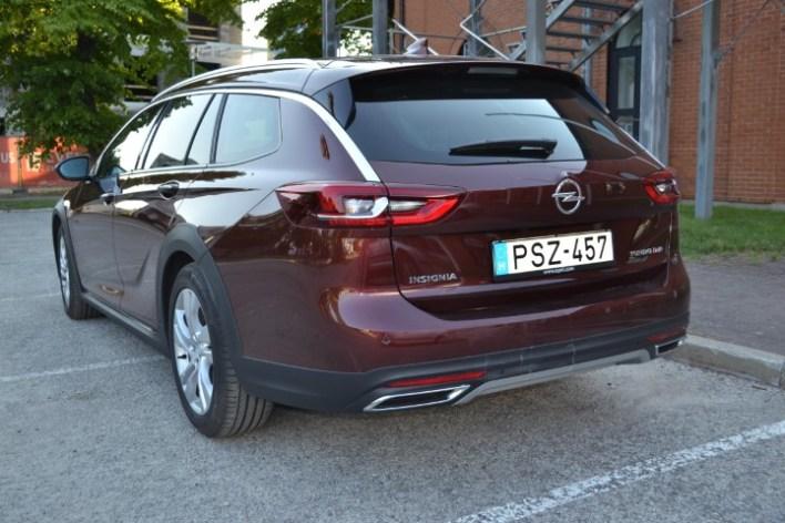 Фото пятой двери Opel Insignia Country Tourer.