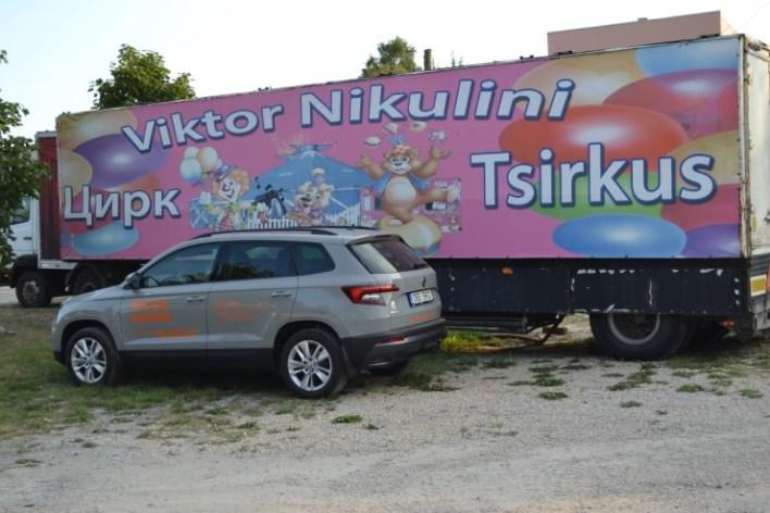 Skoda Karoq во время поездки по городу.