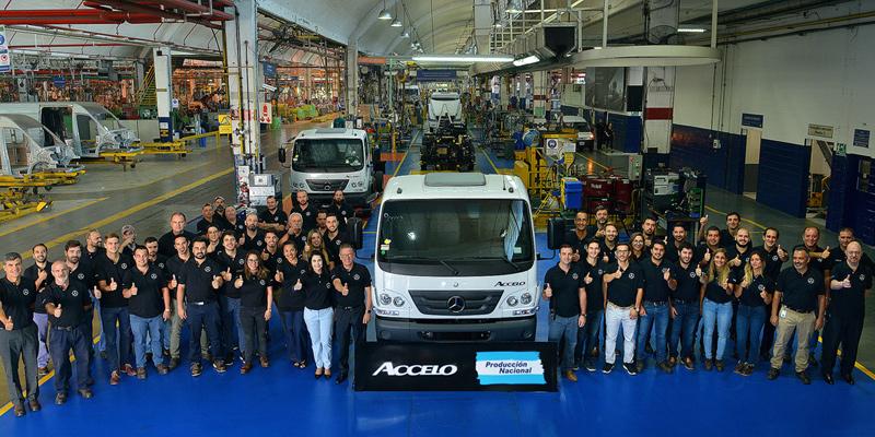 Mercedes-Benz Argentina anunció que comenzó la fabricación nacional del camión liviano Accelo en su Centro Industrial Juan Manuel Fangio de Virrey del Pino.