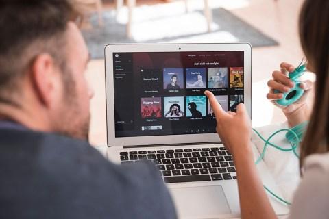 Как посмотреть, сколько загрузок или воспроизведений у песни на Spotify