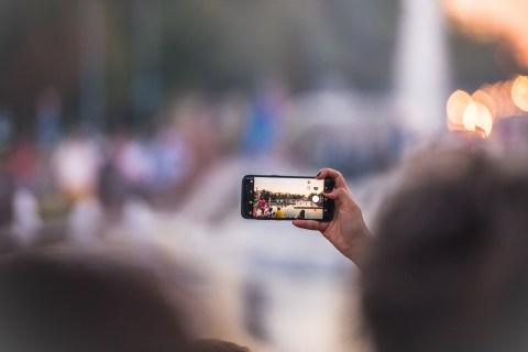 Как добавить метки даты / времени к фотографиям на Android