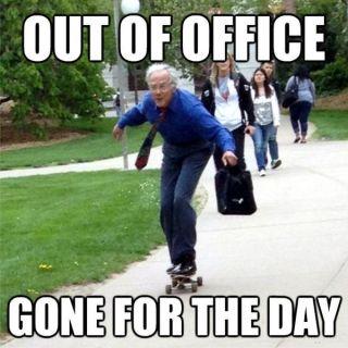 Хитрые мемы об уходе с работы в пятницу