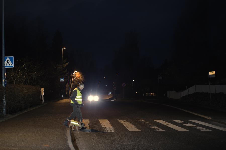 Pimeys haastaa tien päällä – heijastinmuistutusta toivotaan