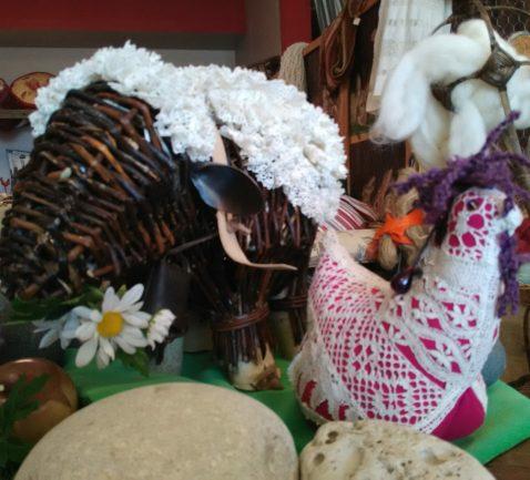 mouton avec son amie la poule matelassière