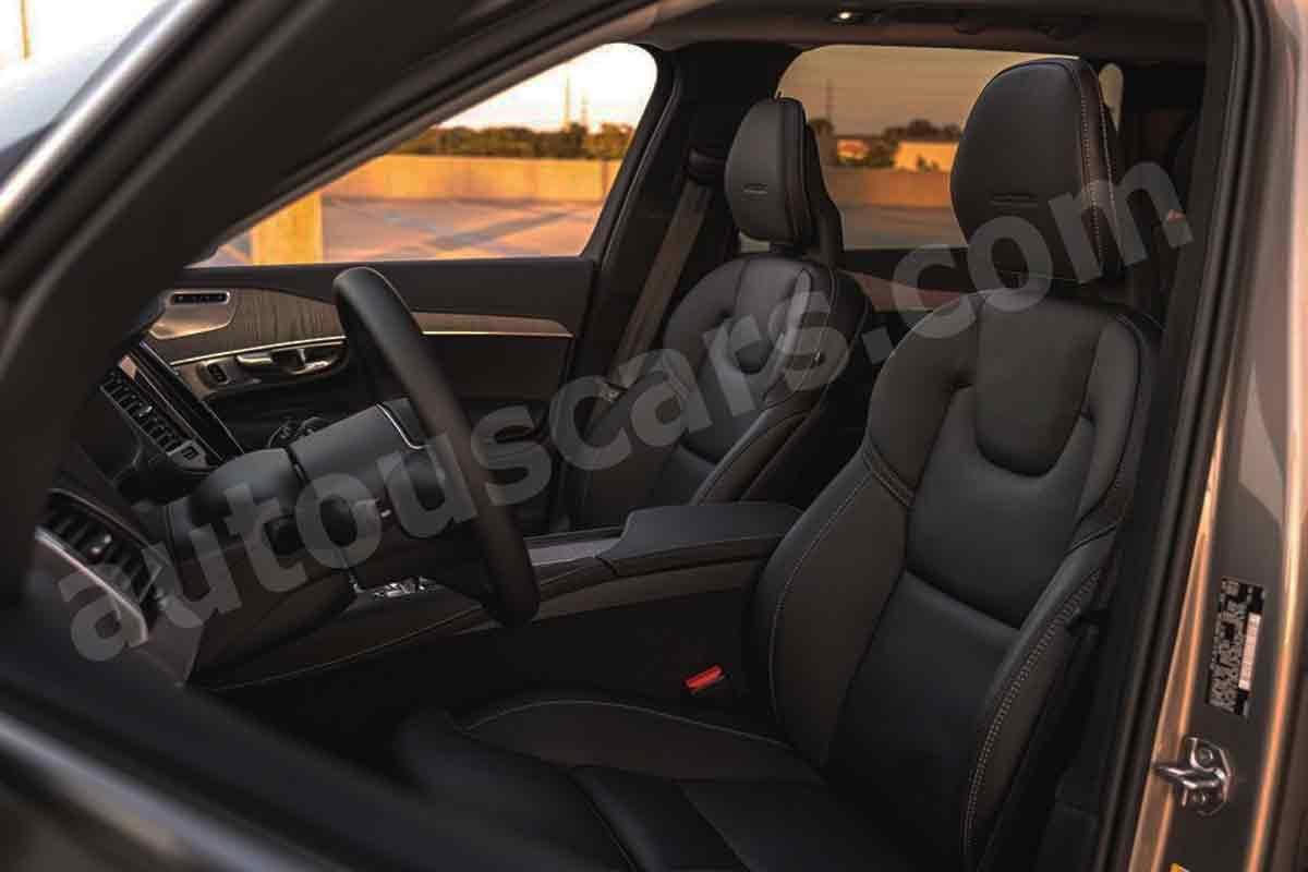 2021-Volvo-XC90-Reviews