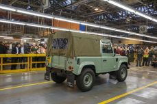 land-rover-defender-production-ceases-02.jpg