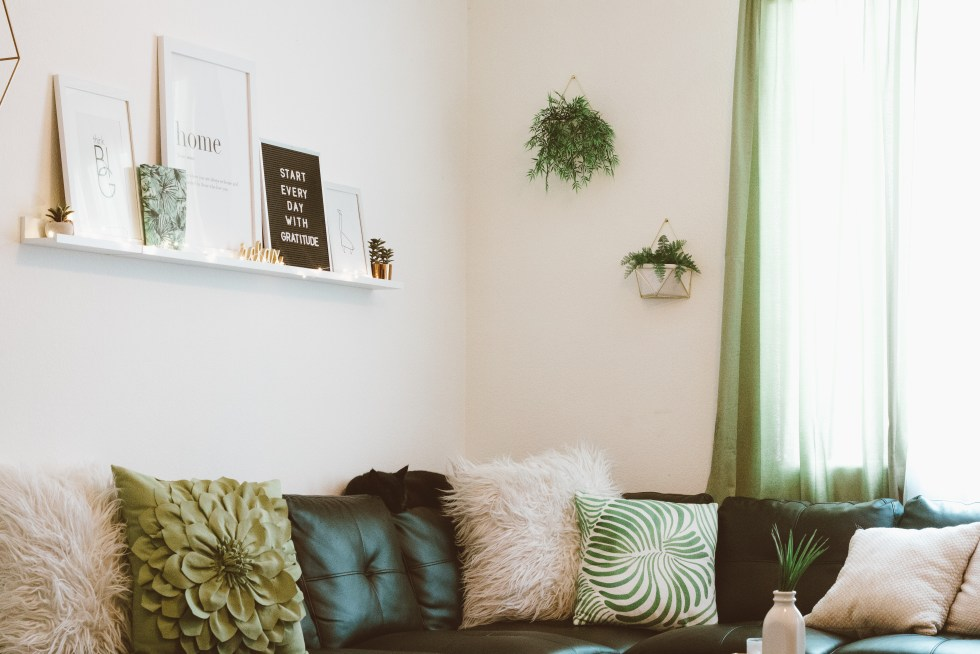 How To Decorate a Small Apartment Living Room Autum Rainn Magnificent Decorate And Design