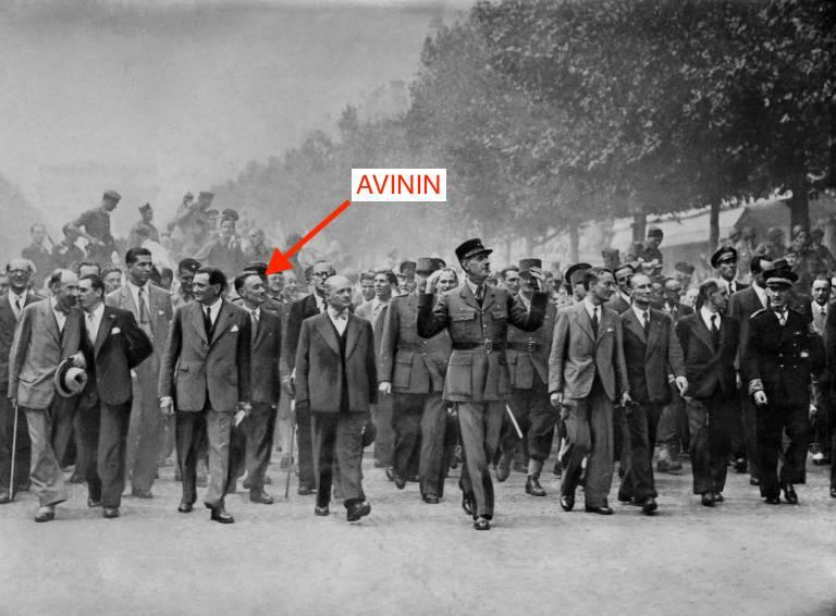 Paris est libéré ! Le général de Gaulle descend le 26 août 1944 les Champs-Elysées sous les acclamations de la foule des Parisiens ( AFP / - )